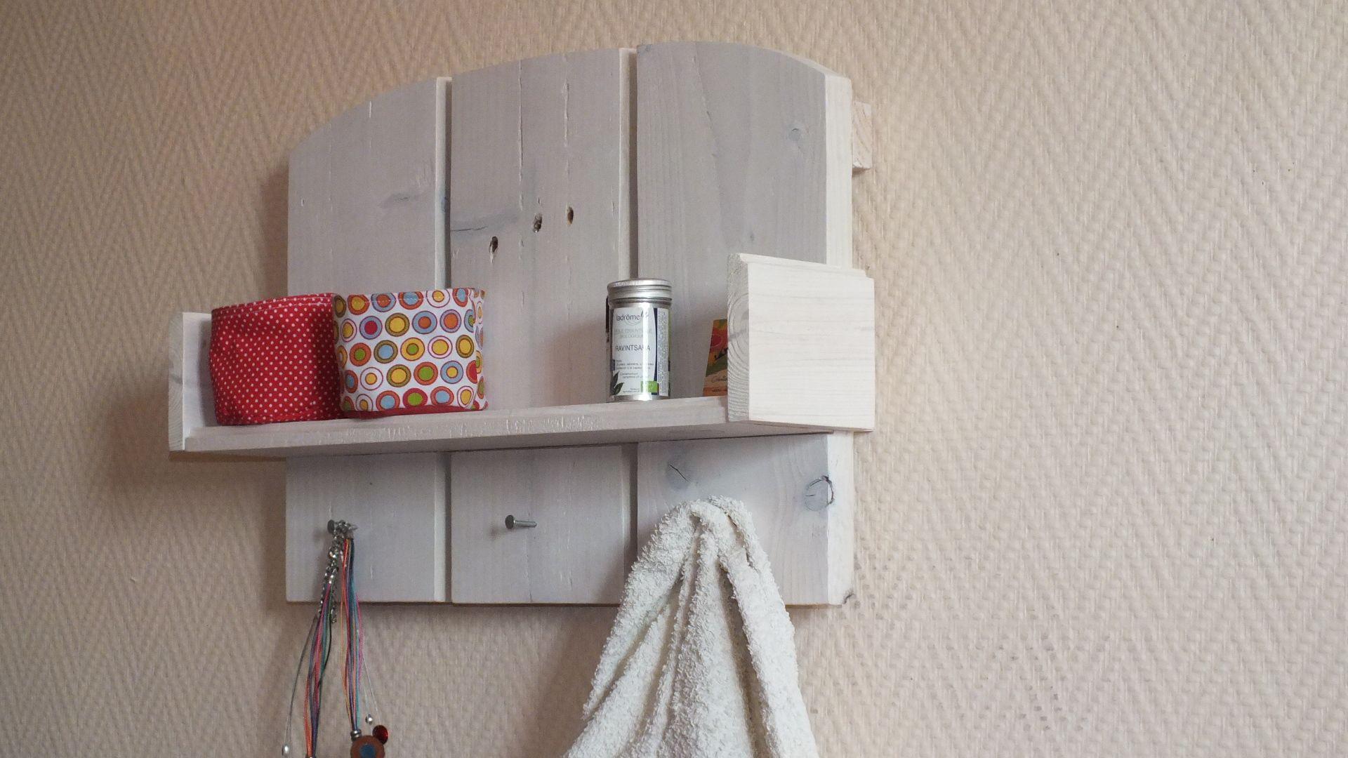 Petites Etageres En Bois De Palette Small Wood Pallet Shelves Pallet Wood Shelves Wood Pallets Recycled Pallet Furniture