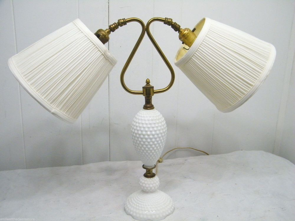 VINTAGE MID CENTURY MODERN 1950u0027s MILK GLASS NOB NAIL DOUBLE SHADE TABLE  LAMP
