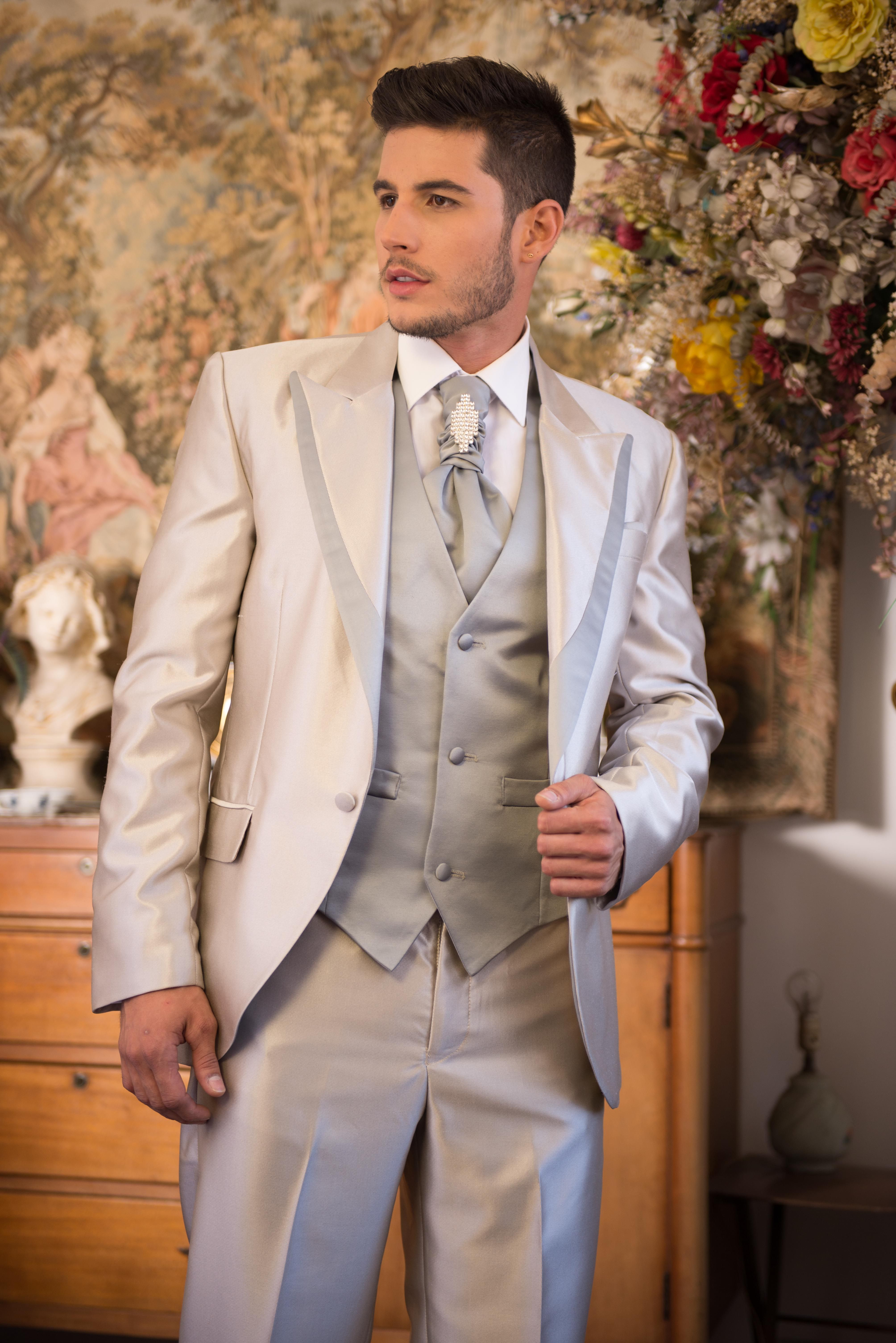 4b1f45e07e4 Traje de novio perla | Trajes para boda de hombre en 2019 | Traje ...
