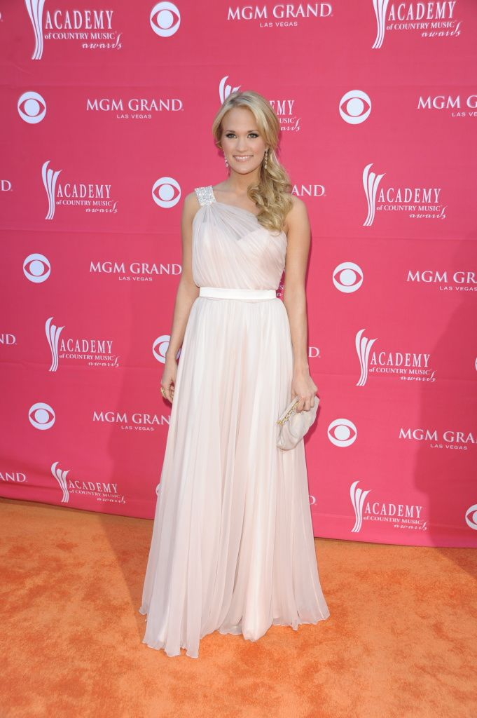 Carrie Underwood, Carrie Underwood on the Orange Carpet at the 44th ...