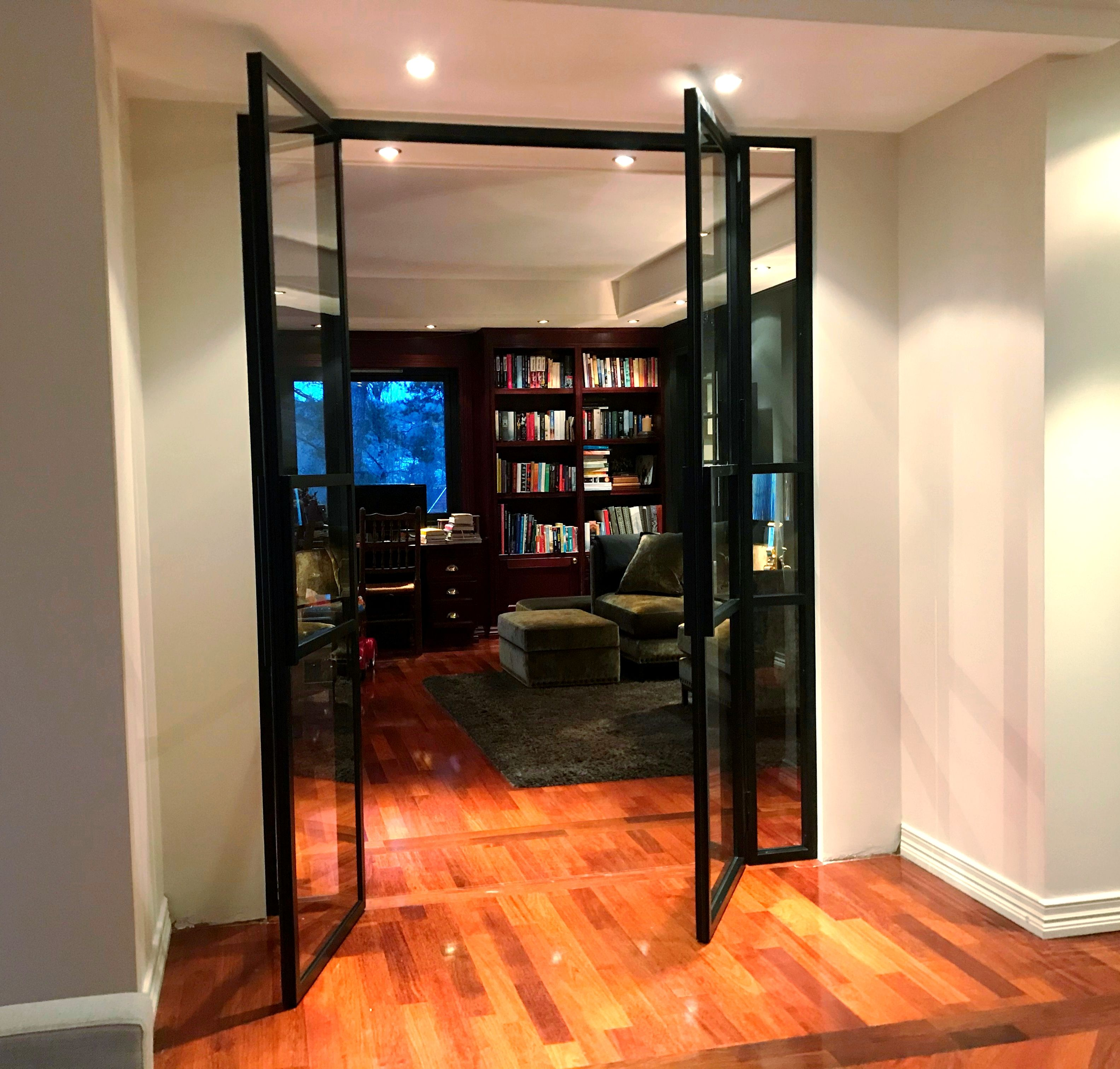 Double classic and at the same time modern steel and glass d…
