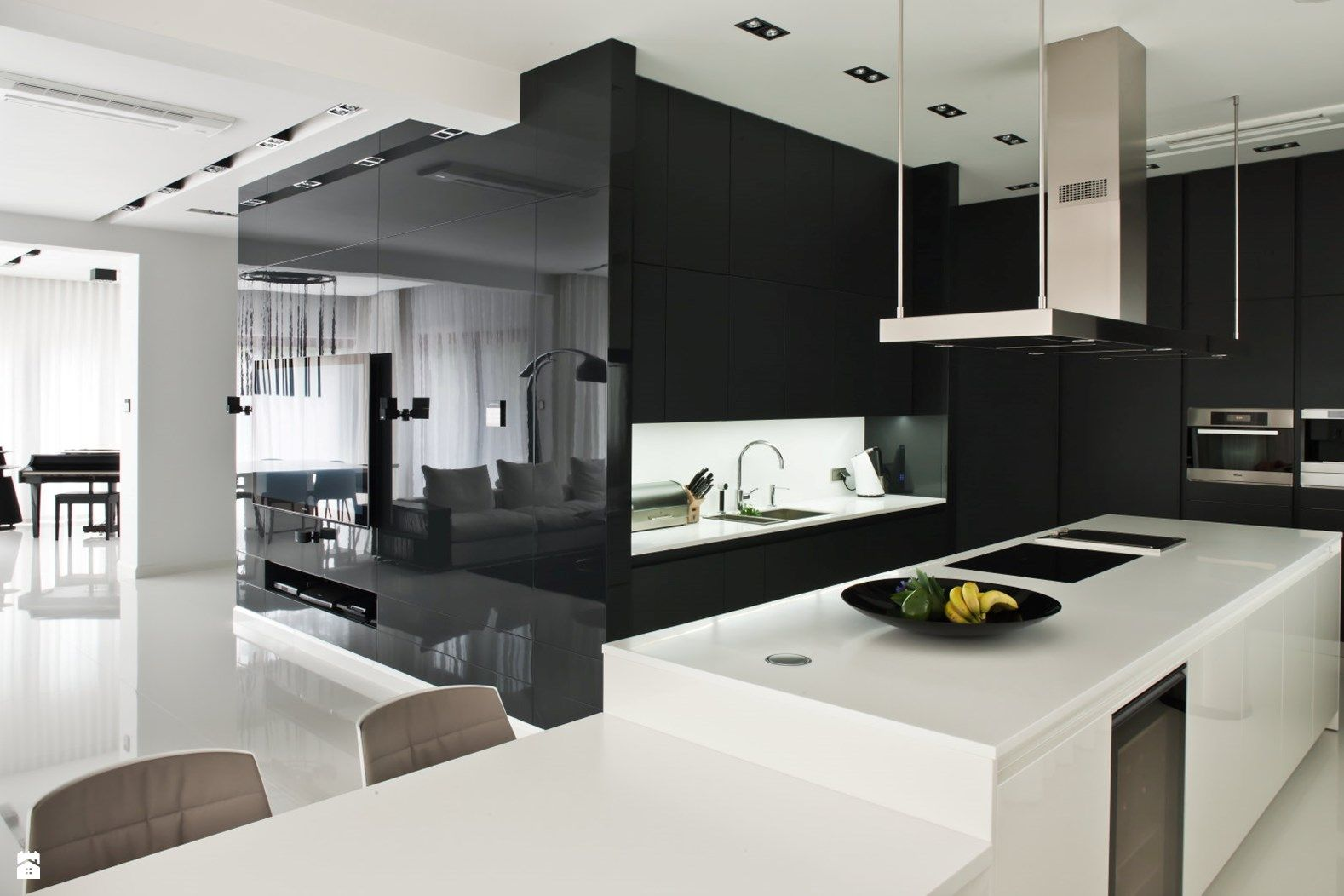 Zdjecie Kuchnia Styl Minimalistyczny Home Decor White Interior Black And White Interior