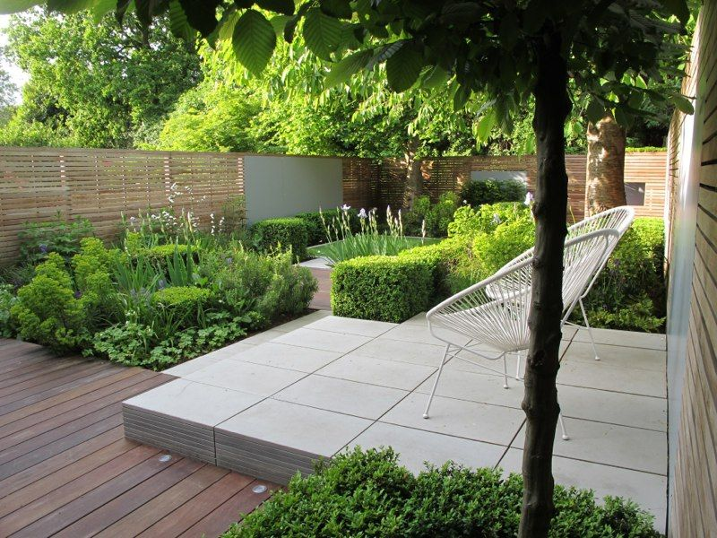 horizontal fencing green planting raised stone seating area and