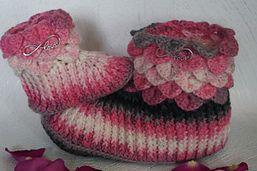 Kuschlig warme Schühchen für jeden - die gleichen Schuhe für Mami und Baby - das sieht klasse aus und hält die Füße schön warm.