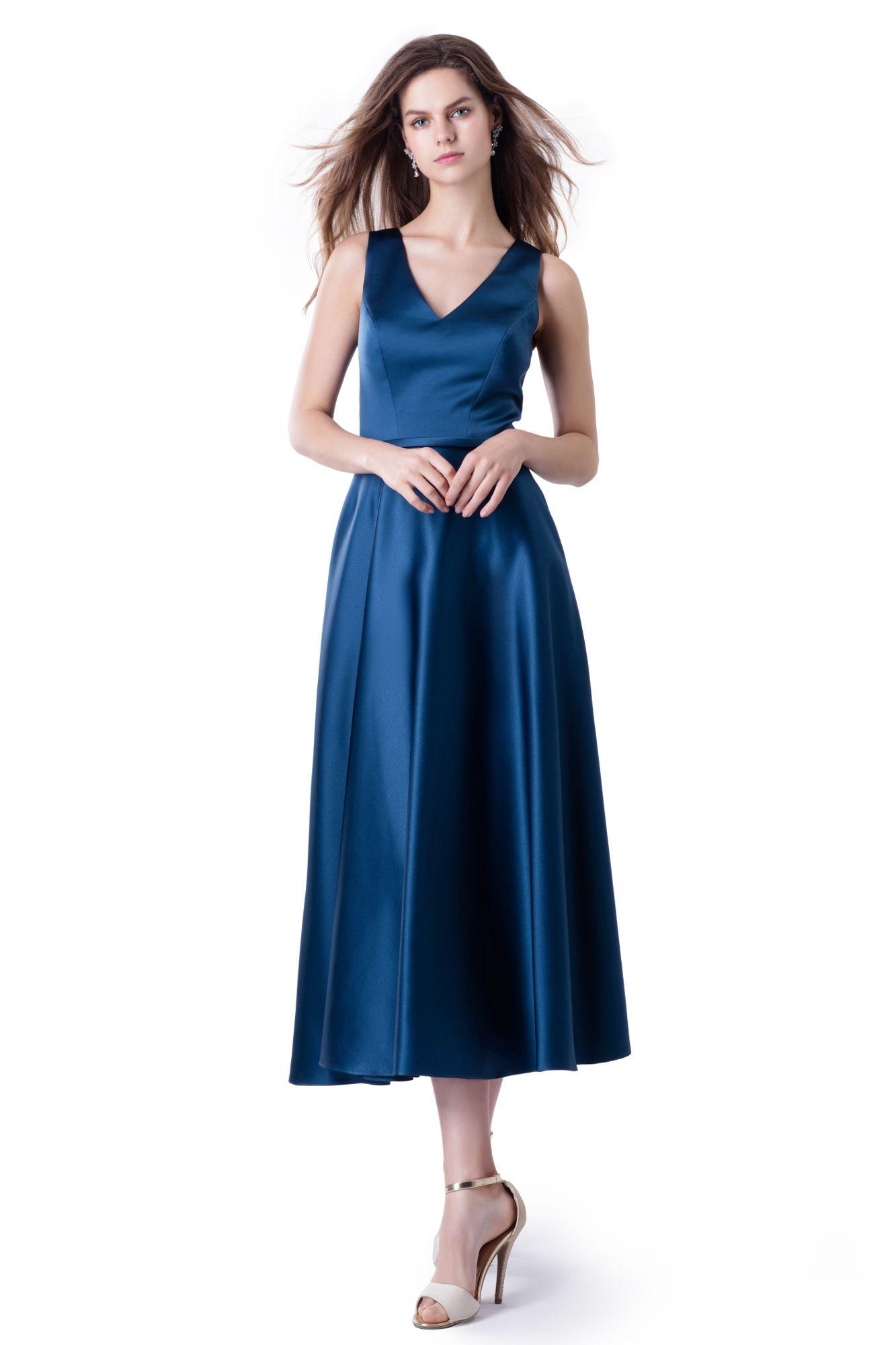 Abendkleid: schlichtes Understatement in stahlblau ...