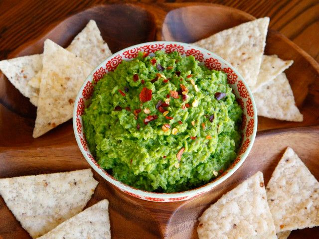 Can You Substitute Lime For Lemon In Guacamole Spring Pea Guacamole Recipe For Light And Healthy Guacamole Style Dip By Tori Avey Eten Hapjes Saus