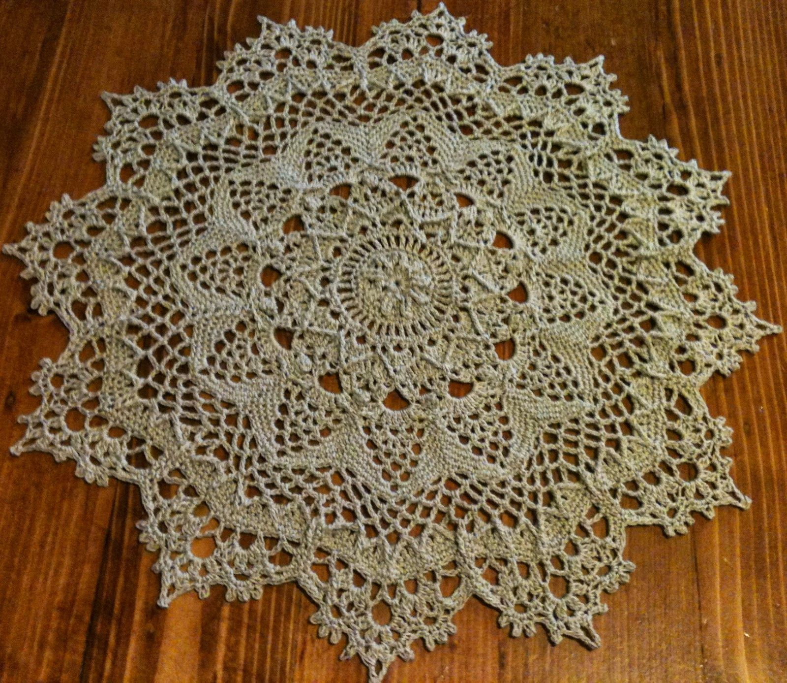 THREAD \'N\' STITCHES: AMARETTO DOILY The color is Linen, Aunt Lydia\'s ...