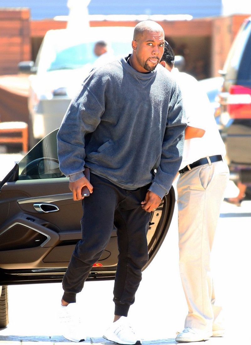 Men Outfits Kanye West Wearing Haider Ackermann Sweatpants And Adidas Ultra Boost In 2020 Kanye West Style Kanye West Outfits Kanye West Style Outfits