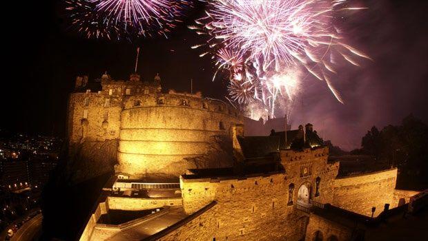 New Years Eve Fireworks 2016 In Edinburg Edinburgh Castle Days Out In Scotland Edinburgh
