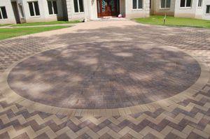 Interlocking Brick Driveway With Circular Patern Interlocking Bricks Brick Pavers Brick Driveway