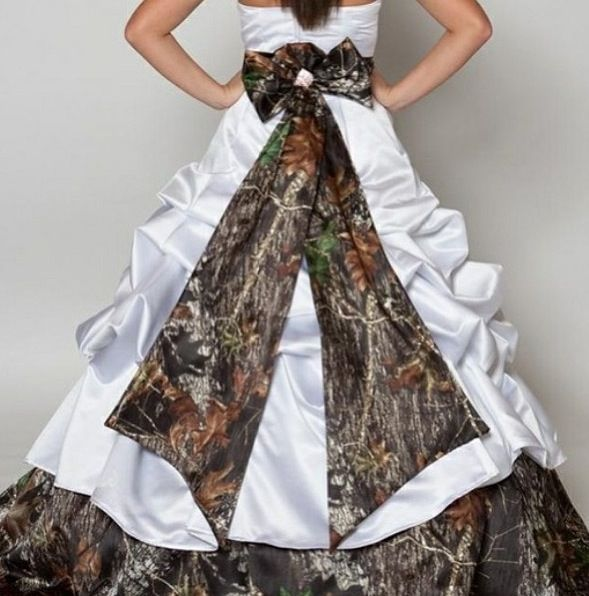 Country camo wedding dress. I love this!