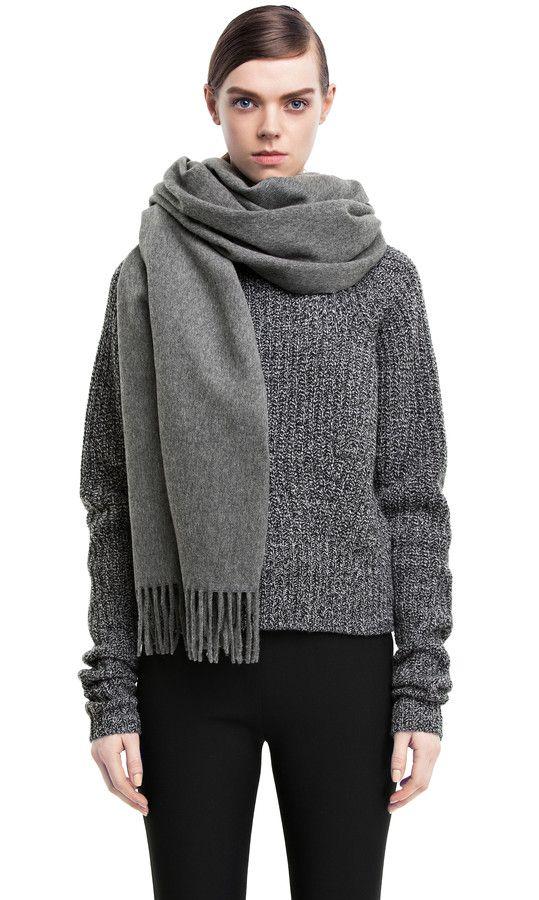 Jeg ønsker mig et lysegråt uld halstørklæde, fx dette fra Acne, eller noget i stil med.