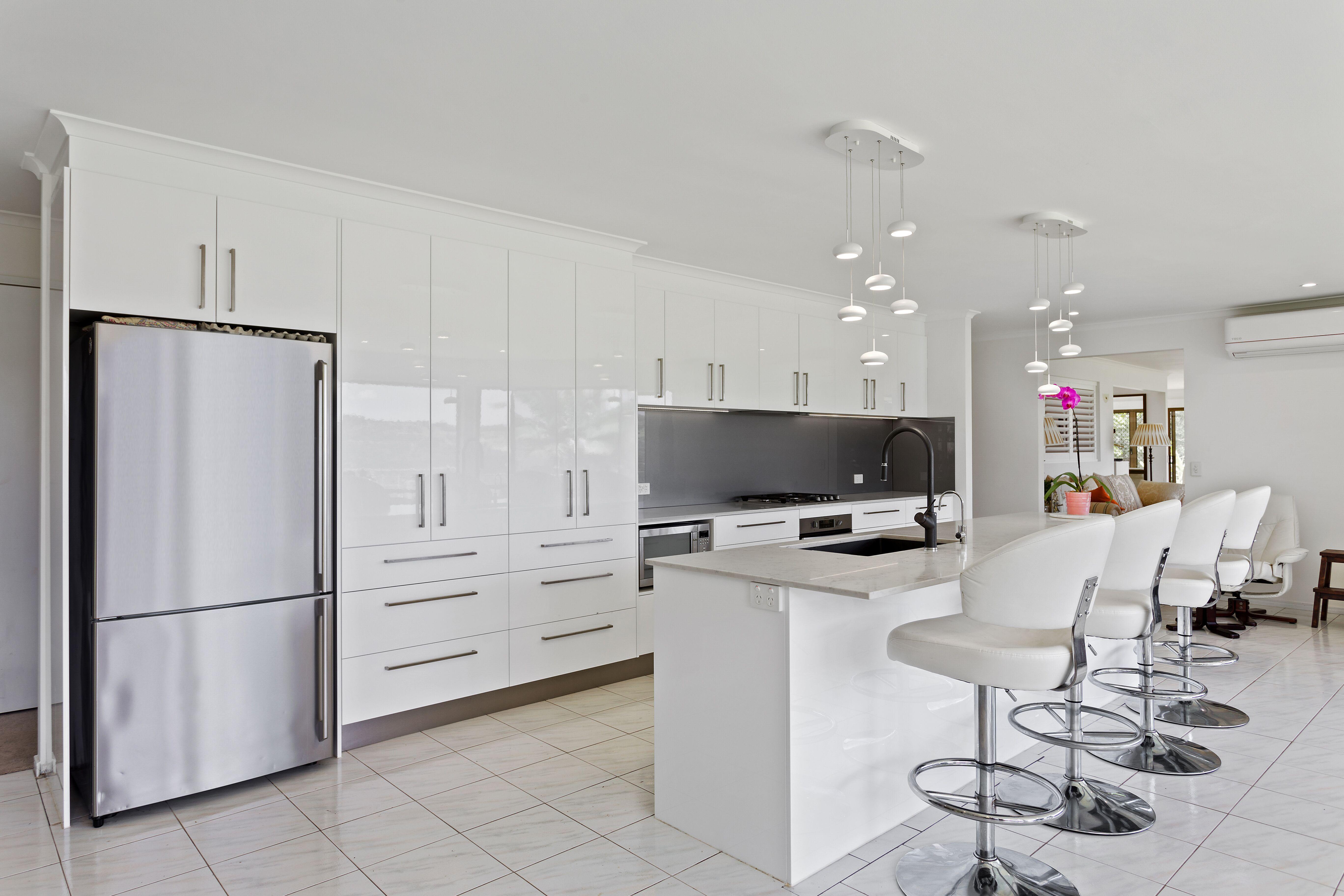 2pak doors, draws & panels in 100% Gloss White ~ 20mm Smartstone ...