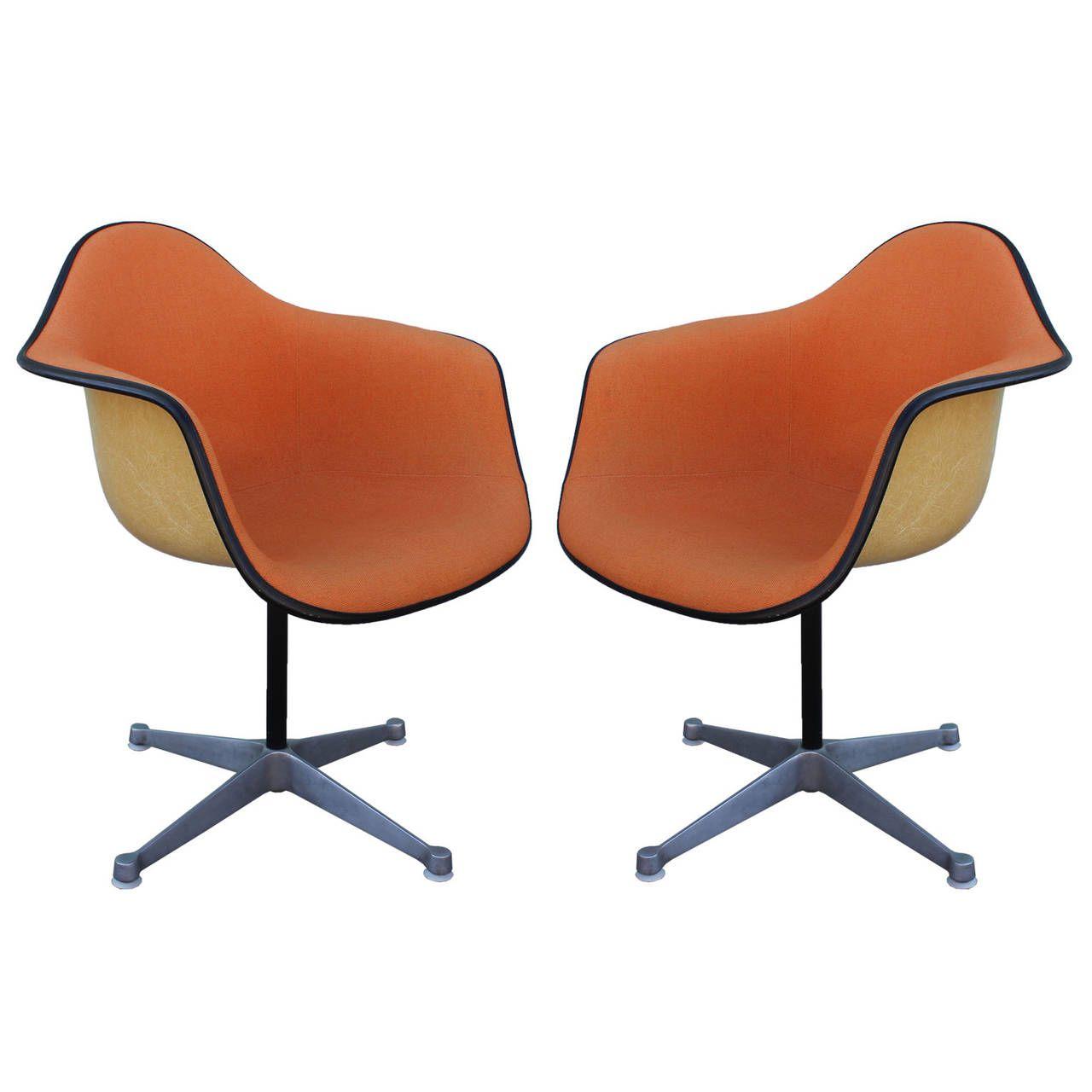 Antique bucket chair - Pair Of Herman Miller Eames Swivel Bucket Chairs