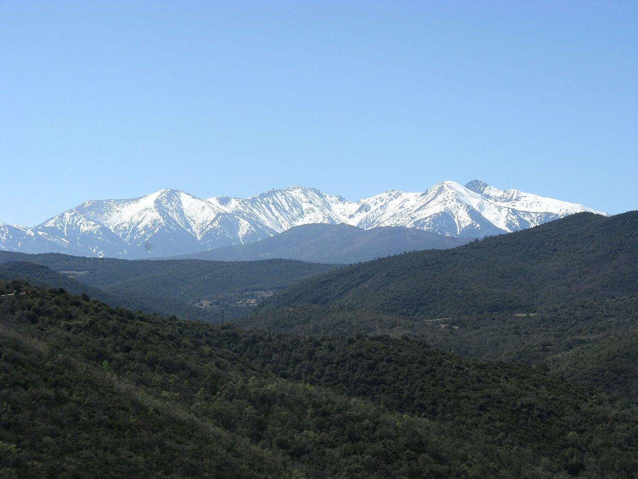 Le Canigou Vu Du Montou Pic Du Canigou Wikipedia Pic Du Canigou Canigou Pyrenees Orientales