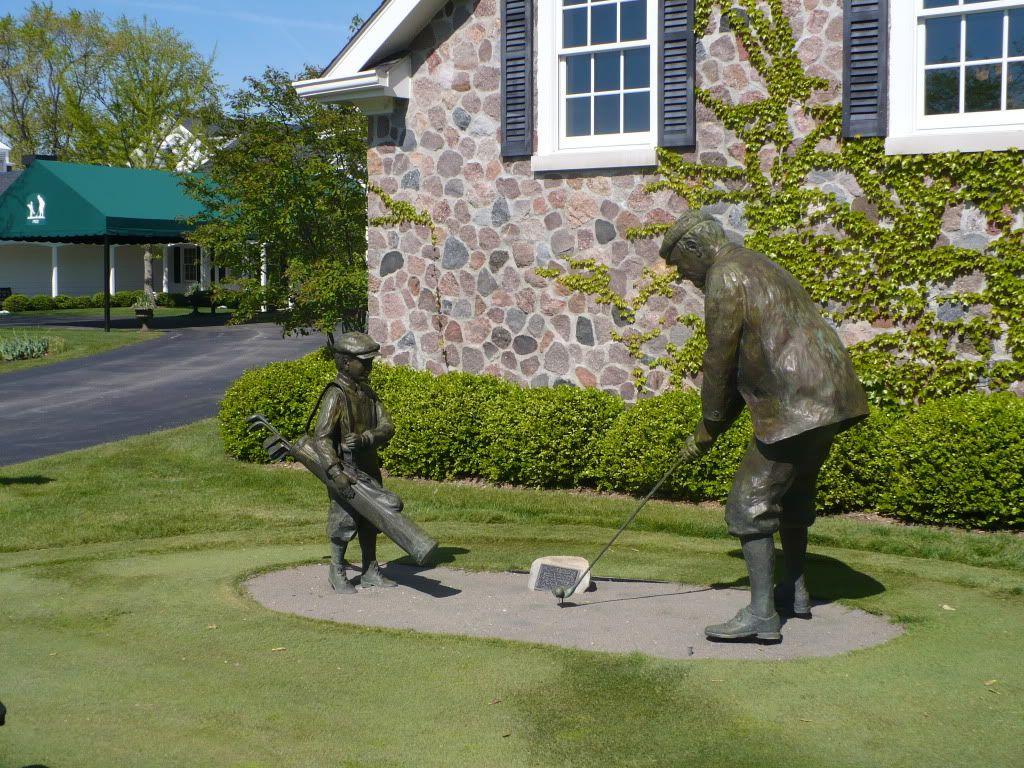 Ozaukee Country Club, Wisconsin   Entrance Bronze Statue.