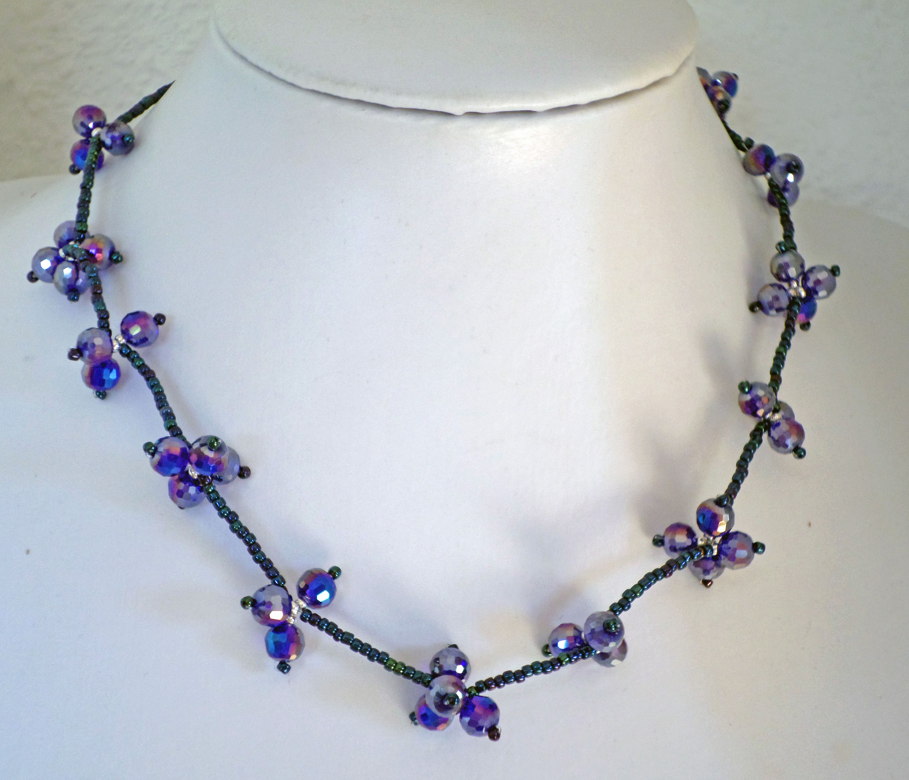 collar cristales Swarovski y rocalla Matsuno