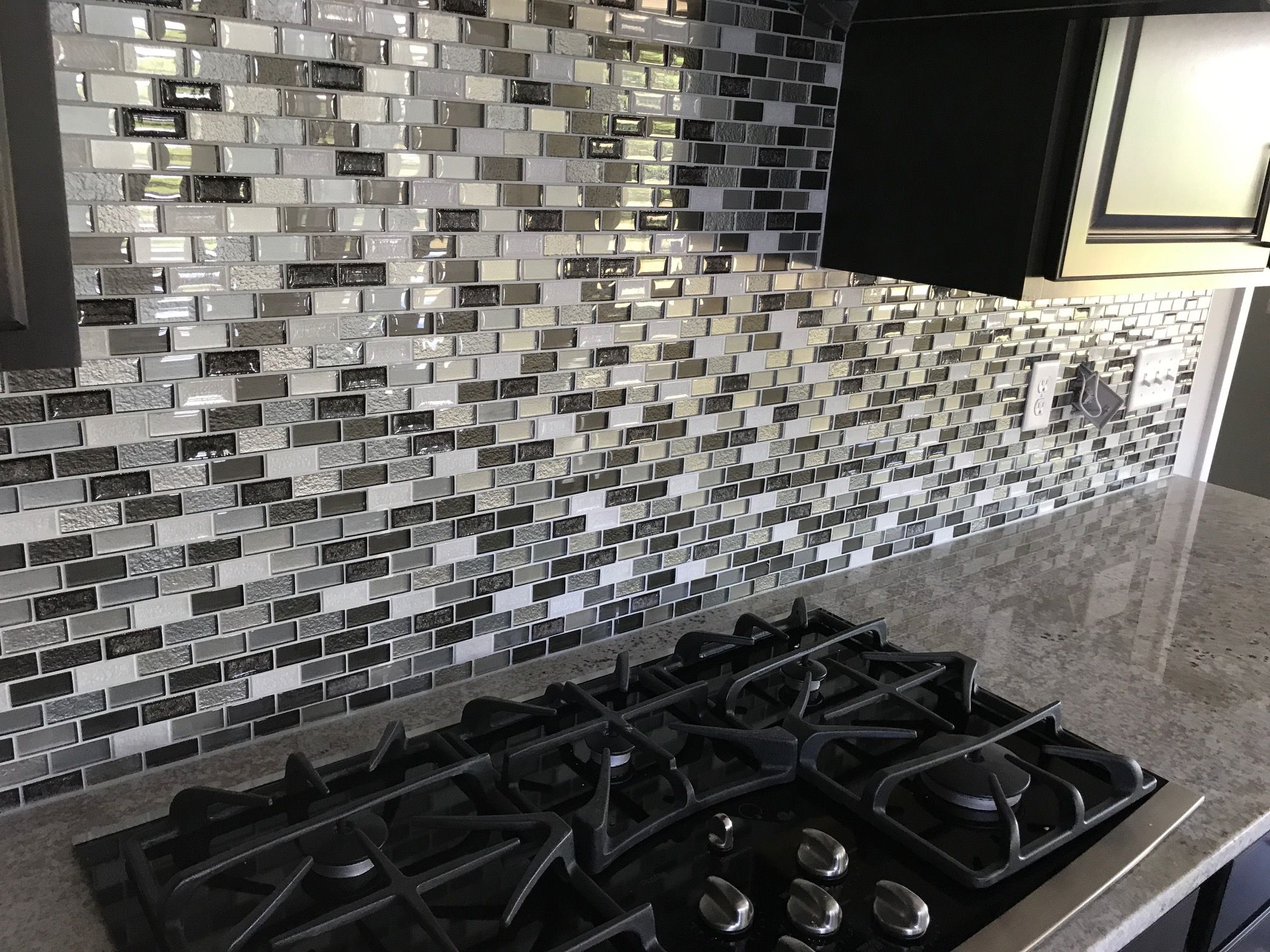 Cucina Amorosa Warehouse Import Backsplash Random Linear Crystal Shores Diamond Delta Full
