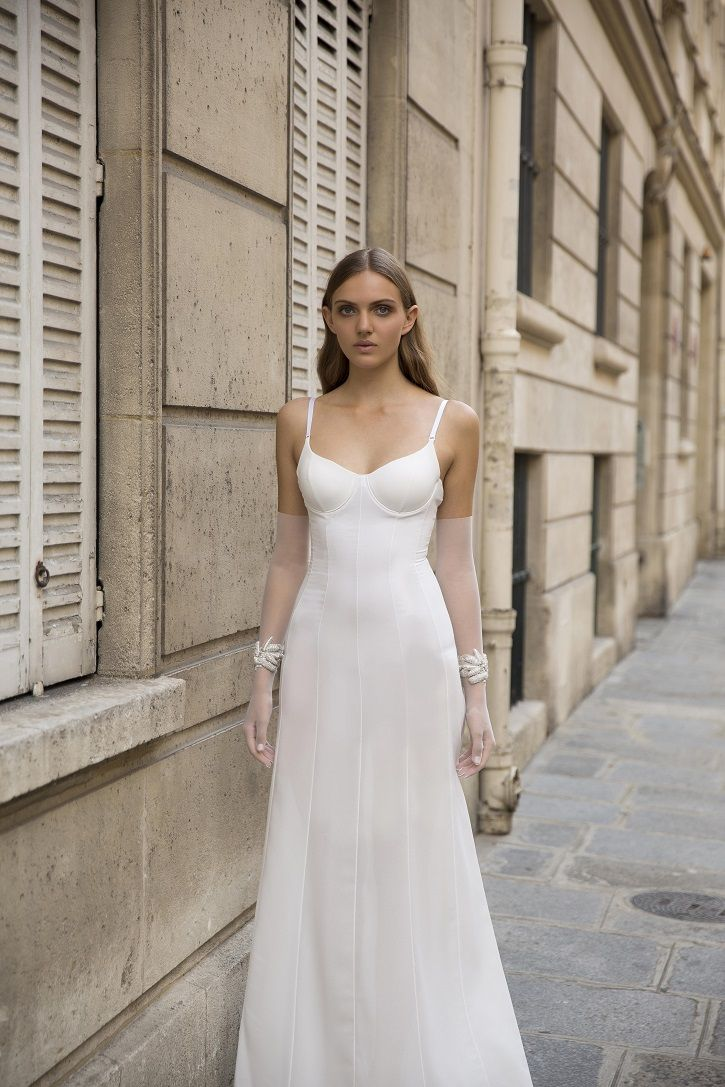 Myor brides Fall 2018 wedding dresses | Chic wedding dress for fashion forward bride | fabmood.com #weddingdress #weddingdresses