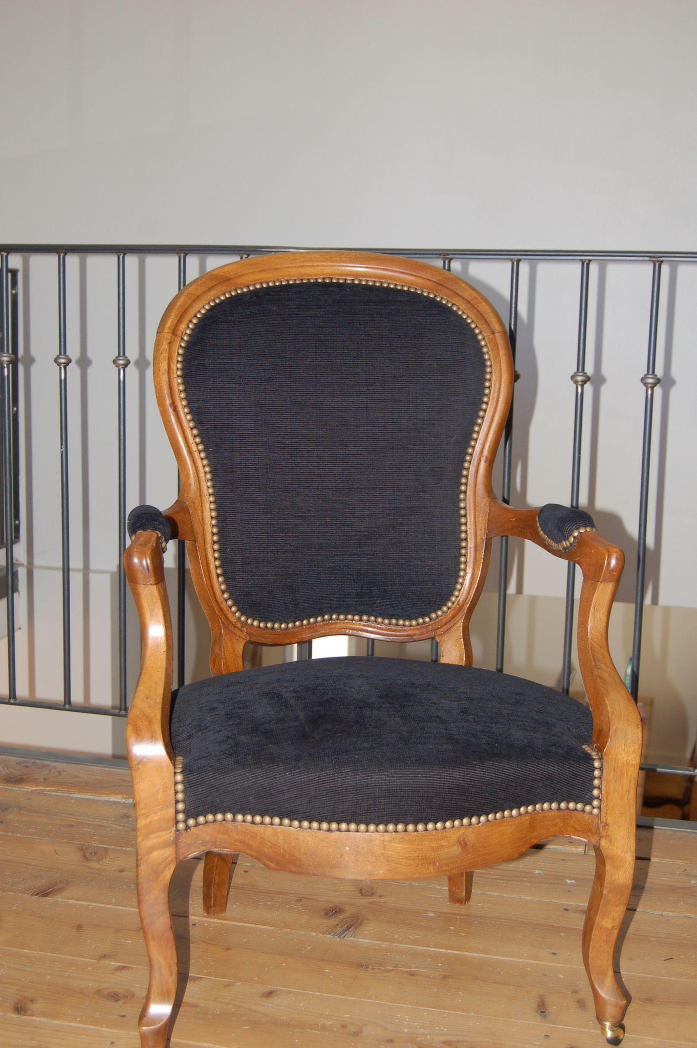 Fauteuil Cabriolet De Style Louis Philippe Photo De Realisations Voltaire Et Cie Fauteuil Cabriolet Fauteuil Relooking Meuble Ancien