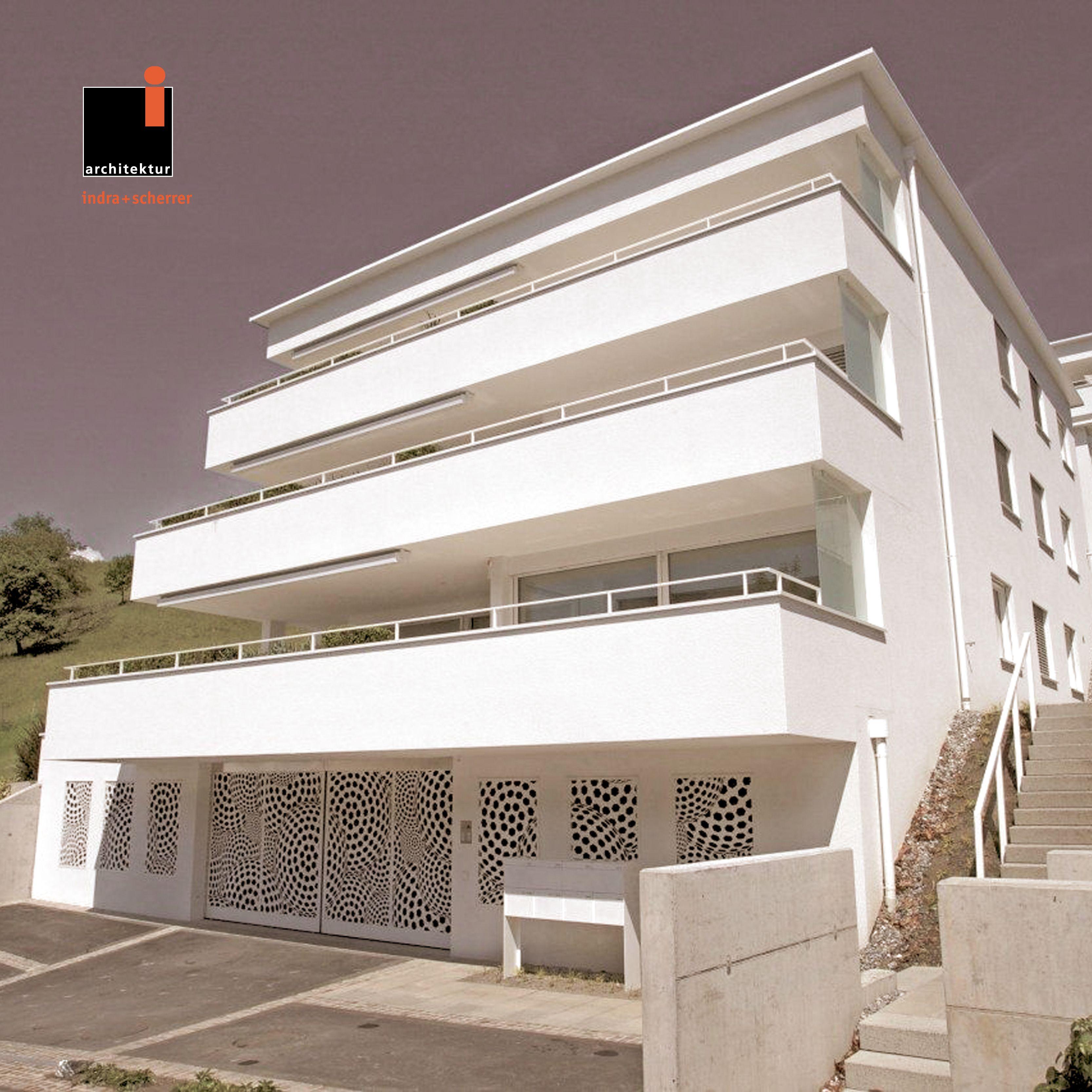 #indrascherrer #architecturephotography #architecturedesign #appartmentdesign #entrancedesign #entrancemetaldoors #whitefacade #balcony