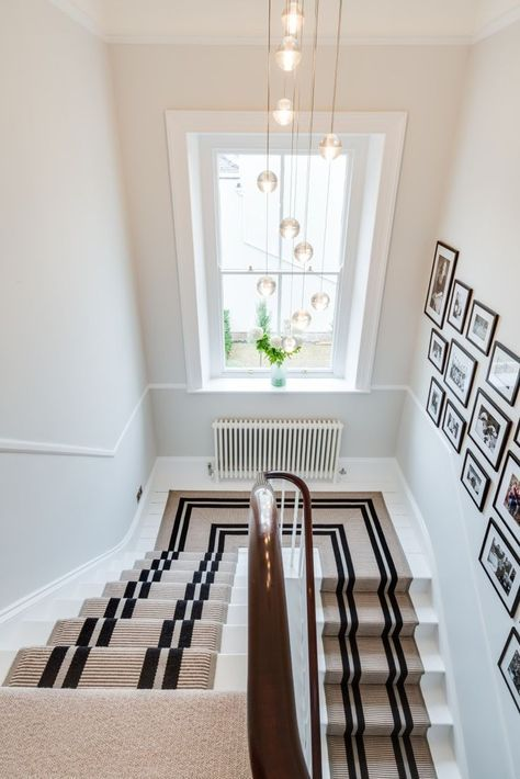 Crisp Lines on Stair Runner with Black Frame Gallery Wall 47 W - tapis pour escalier interieur
