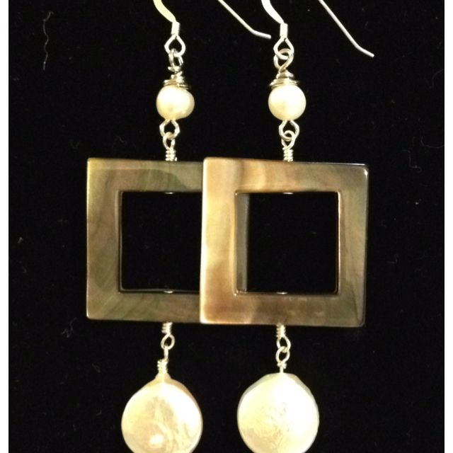 Square with 2 pearls
