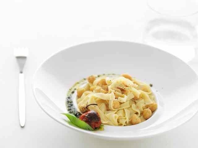 """""""Ciciari e tria"""" (pasta e ceci) in chiave moderna! Un piatto povero della nostra tradizione salentina, ma ricco di passato, cultura e, soprattutto, sapori autentici! Bon appétit!"""