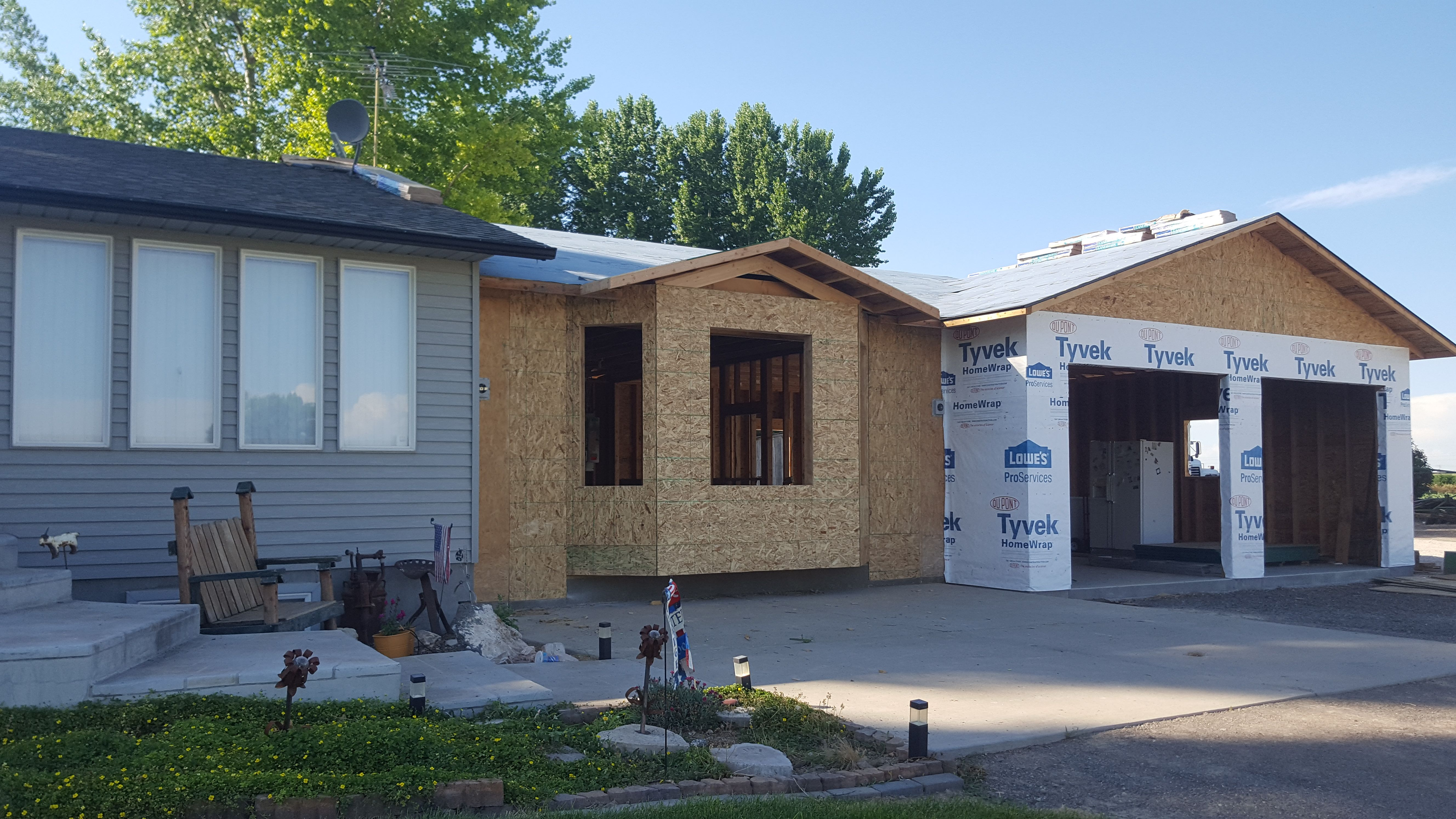 Little Roof Over Bay Window Up And Shingles Going On With Images Bay Window Walk In Shower Shingling