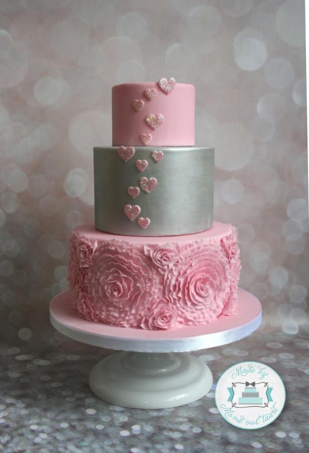 Ruffles, ruffles, ruffles... - Cake by Mond vol taart