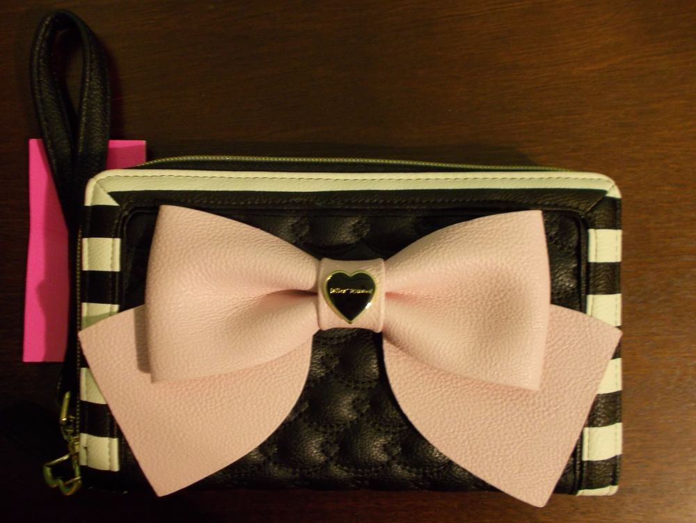 BETSEY JOHNSON WALLET OVERSIZED ZIP-AROUND SWAG HEARTS Black/White/Pink #BetseyJohnson #WristletClutch