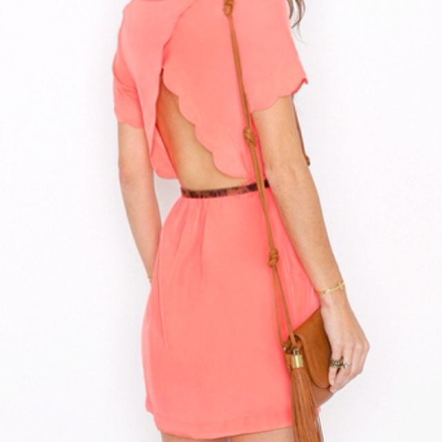 Scalloped open back... Yes!