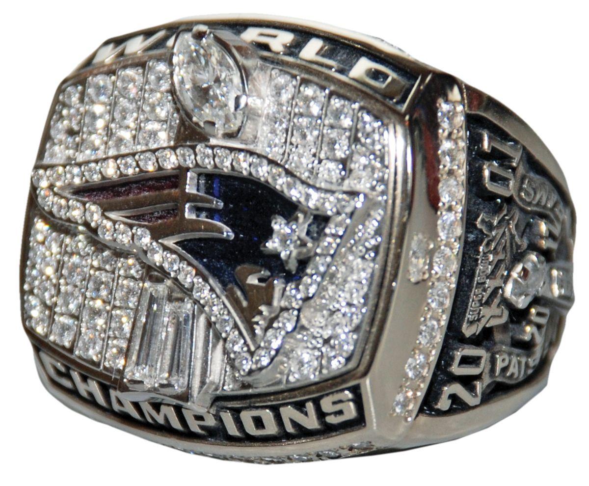 Super Bowl Xxxvi Ring See Photos Of Winning Super Bowl Rings Super Bowl Rings Ring Of Honor New England Patriots Cheerleaders