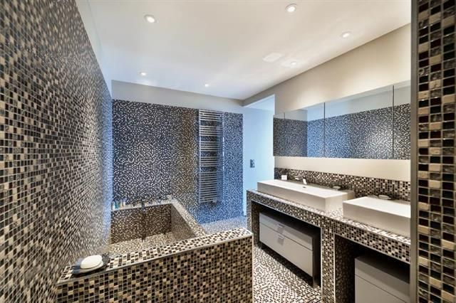 146416-salle-de-bain-design-et-contemporaine-salle-de-bain