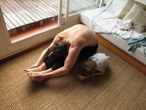 Las asanas se practican con movimientos lentos, concentrado en la respiración, con atención y relajación específica. www.idh.cl