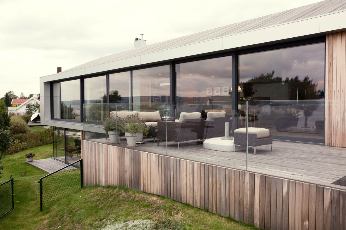 A Moelven Prefabricated House Turned Modern Cluster Court Inspirationist Prefabricated Houses Scandinavian Architecture Norwegian Architecture