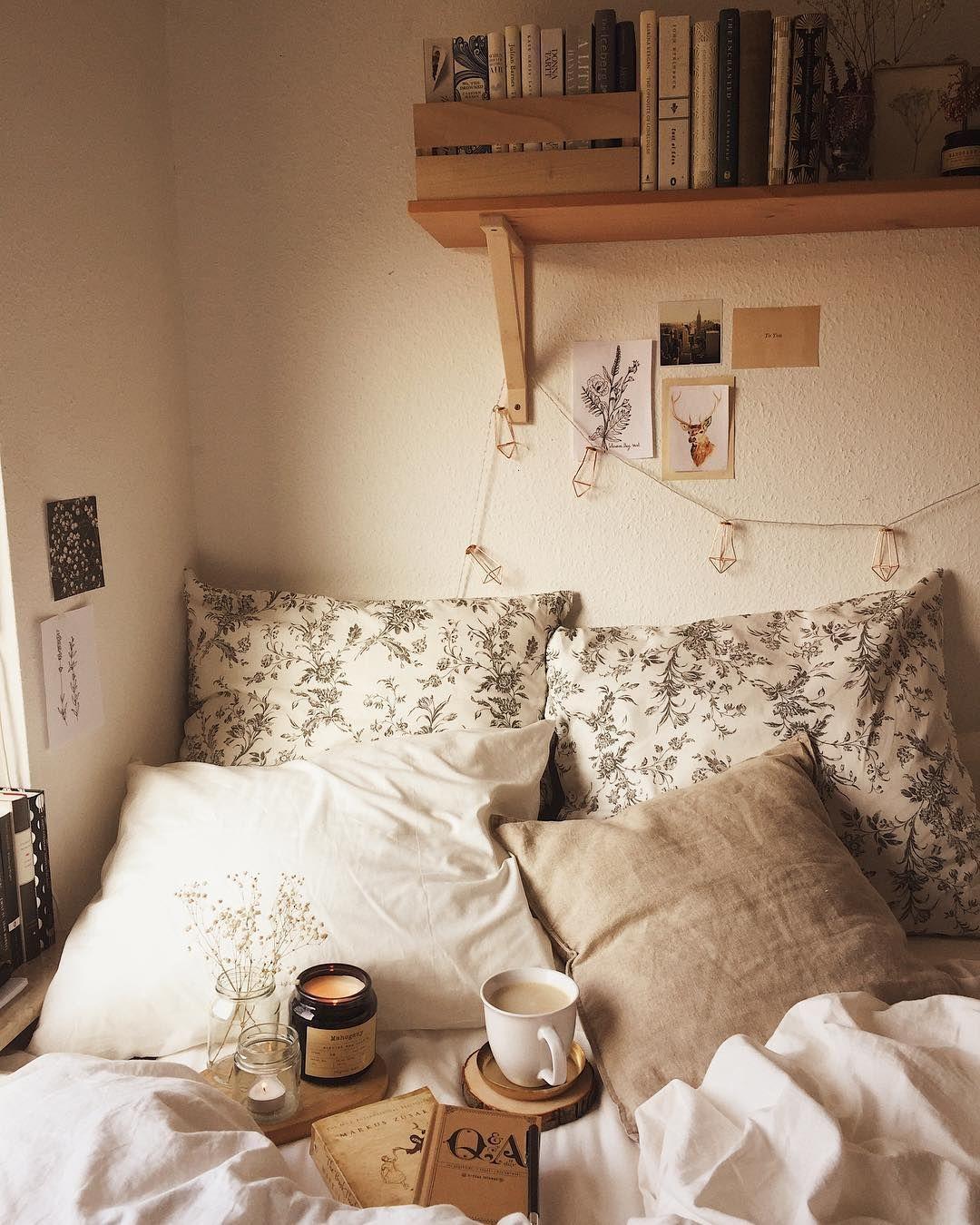 Ein Weiteres Gemutliches Foto Mit Meinem Room Bookstagram Bookworm Booklo Luxury Bedroom Inspiration Home Bedroom Luxurious Bedrooms