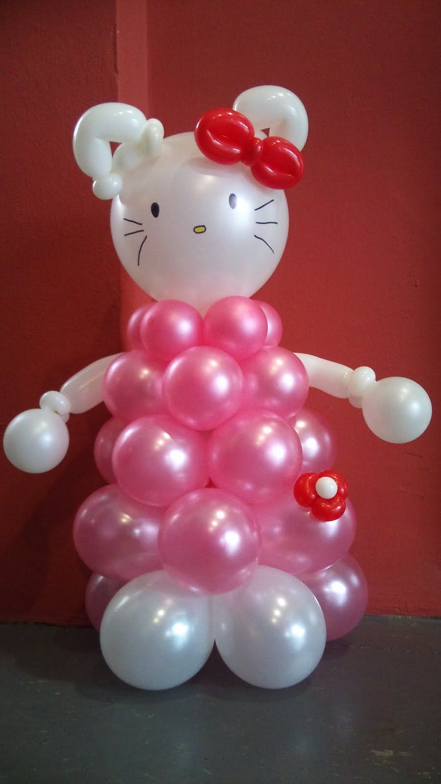 Image gallery hello kitty balloon sculpture for Balloon decoration ideas youtube