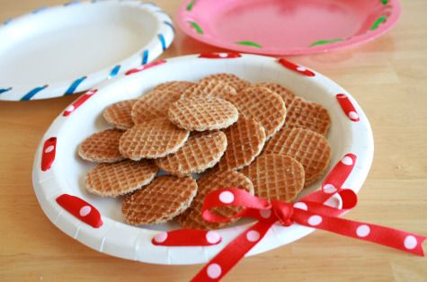 Sweet party idea for decorating paper plates with ribbon