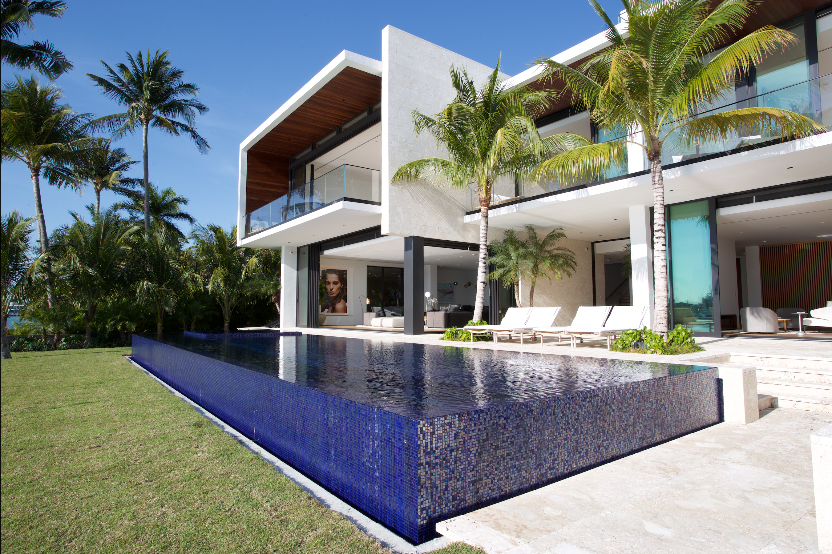 Ultra Modern Home In Miami Florida Video Tour In Comments Oc 2702 1800 Via Classy Bro Ultra Modern Homes Modern House Design Modern House