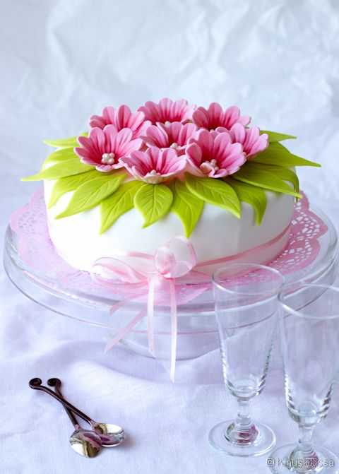 how to make a bow on a cake with icing
