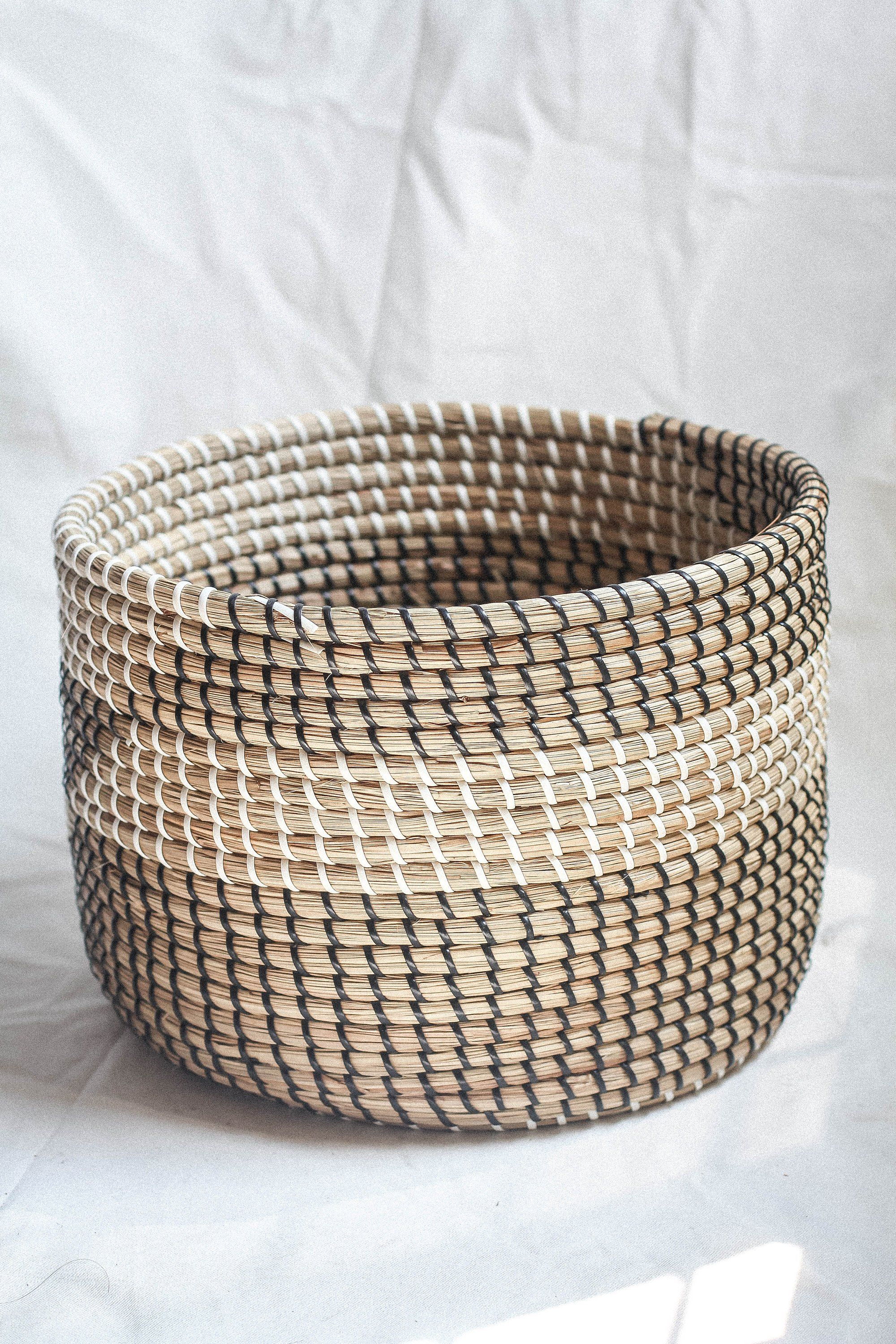 Handwoven Big Laundry Basket Handmade Natural Weave Seagrass Wicker Basket Handicraft Vietnam Vintage Storage Woven Decor Holder Laundry Woven Decor Wicker Baskets Storage Natural Weave