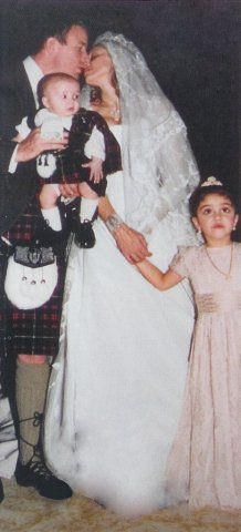 Omg This Is A Rare Photo Of Her Wedding To Guy Because That Wedding Was Top Secret I Think She Learned Her Lesson Fr Madonna Rare Celebrity Weddings Madonna