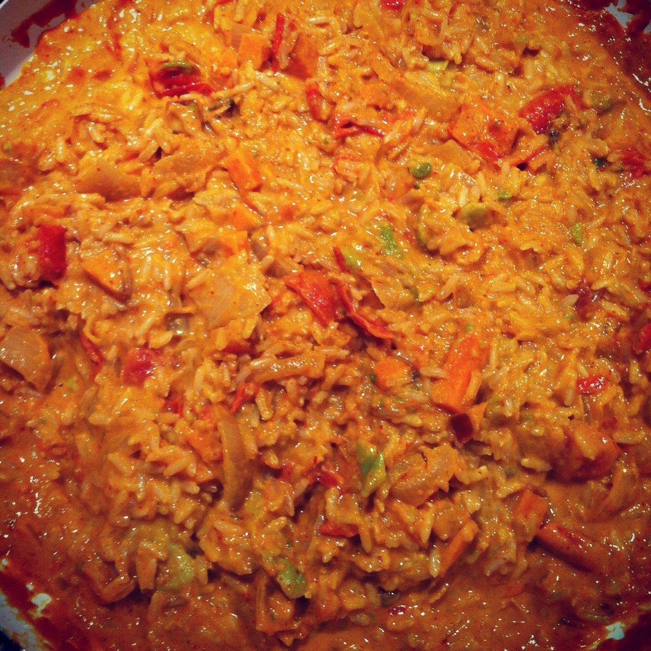Heerlijk curry voor wie van pittig eten houdt! Heel makkelijk te maken en het is best wel snel klaar, deze currypasta bevat geen e-nummmers en is van het merk On Off Spices. Ingrediënten voor4-6 p...