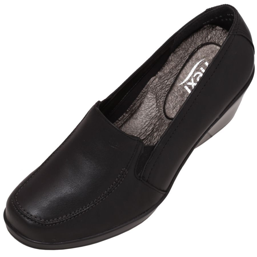 Calzado  Flexi para  Mujer Color  Negro estilo casula liso en piel natural  y suela ligera antiderrapante. Tacón bajo en una base muy cómoda. Catálogo  2014. 2a42747b3ee