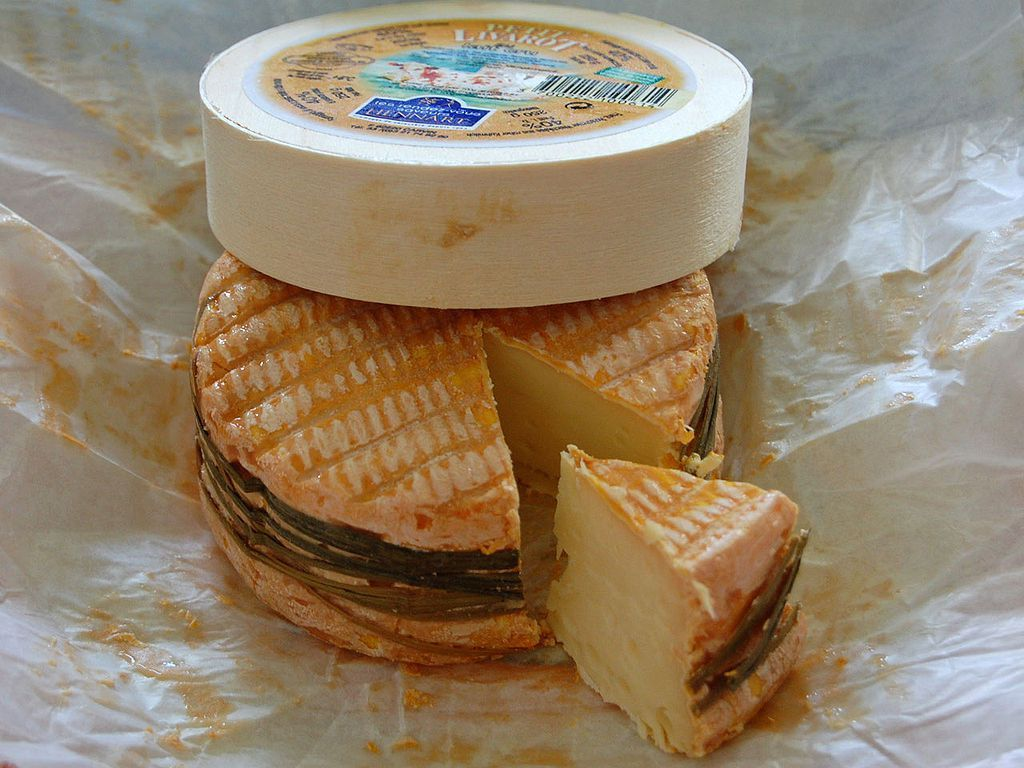 Livarot Is A Soft Ripened Rind Washed Cheese Made From Cow S Milk In An Area Of Normandy Called Pays D Auge It Is One Of T Popular French Food Food Cheese