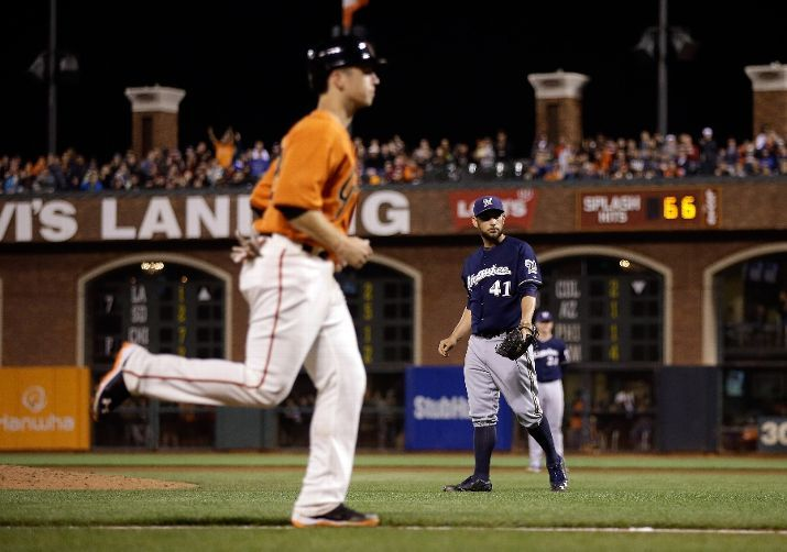 SAN FRANCISCO, CA - AUGUST 29: Buster Posey #28 of the San Francisco Giants jogs home to score after Marco Estrada #41 of the Milwaukee Brewers walked Gregor Blanco #7 with the bases loaded in the fourth inning at AT&T Park on August 29, 2014 in San Francisco, California. (Photo by Ezra Shaw/Getty Images)