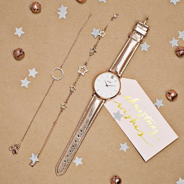 Embrace the metallic trend  with rose gold accessories this Christmas. #loveargento #cluse . . . . #argentojewellery #jewellery #cluse #clusewatches #watch #watches #bracelets #rose #rosegold #metalic #trend #copper #flatlay #gift #gifttag #present  #star #circle #bell #fblogger #fashionblogger #seasonsgreetings #wishlist