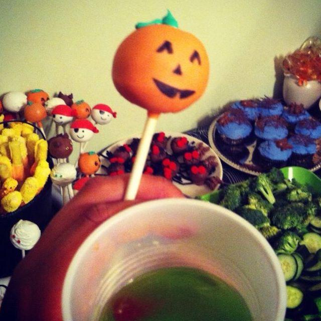 Yummy Halloween cake balls!