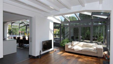 Een Tuinkamer Zorgt Voor Lekker Veel Licht In Huis Reynaers Aluminium Tuinkamer Schuifdeur Woonkamer